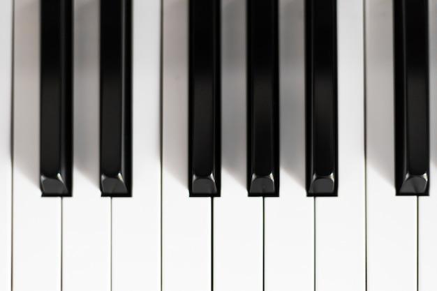 Primer plano de un teclado de piano Foto Premium