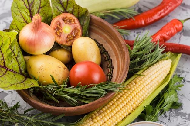 Primer plano de verduras sabrosas Foto gratis