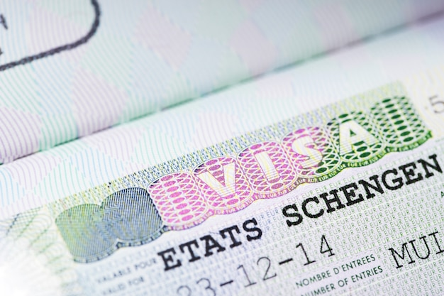 Primer plano de la visa schengen Foto Premium