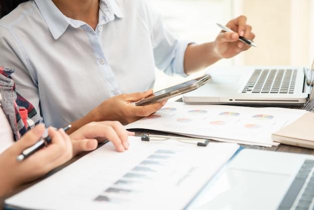 El proceso de ventas incluye principalmente tanto el tiempo como al proceso