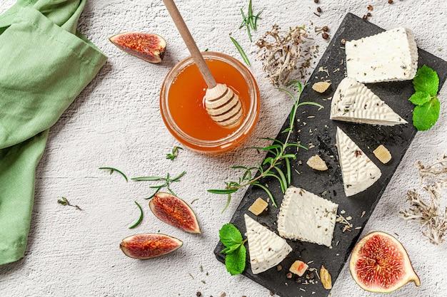 Productos lácteos orgánicos de granja Foto Premium