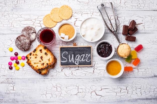 Productos poco saludables con alto contenido de azúcar Foto Premium