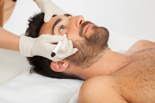 Profesional de cirugía estética Foto gratis