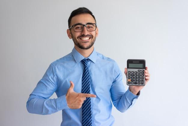 Programa de préstamo publicitario alegre banquero Foto gratis