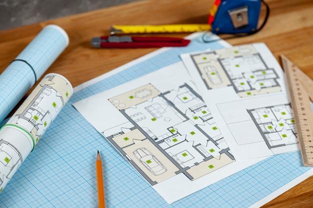 Proyecto de casa de alto ángulo en el escritorio Foto gratis