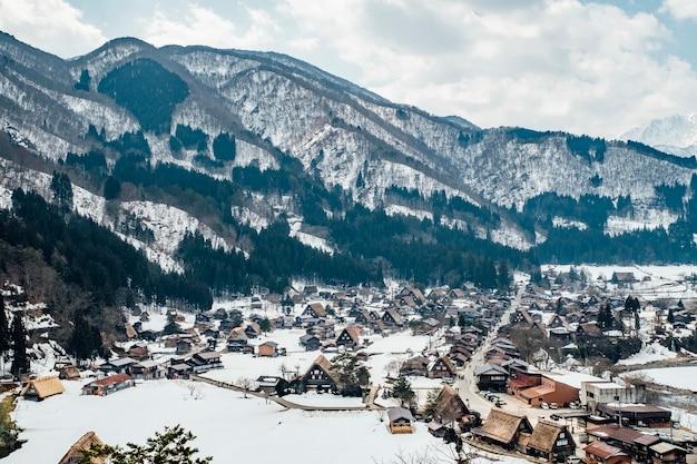 Pueblo de nieve en shirakawago Foto gratis