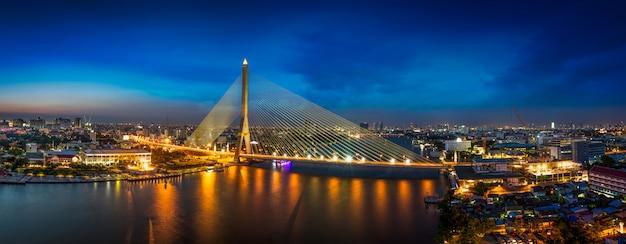 Puente rama 8 Foto Premium