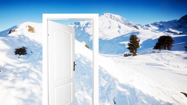 Una Montaña Nevada: Puerta Con La Montaña Nevada De Fondo