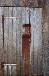 Puerta de madera vieja desgastada descargar fotos gratis for Puerta vieja madera