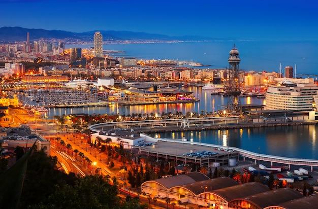 Puerto en barcelona durante la tarde. españa Foto gratis