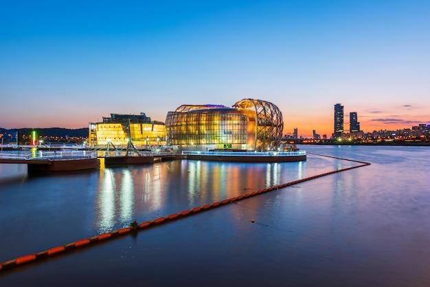 Puesta de sol en el río han en la ciudad de seúl, corea del sur. Foto Premium