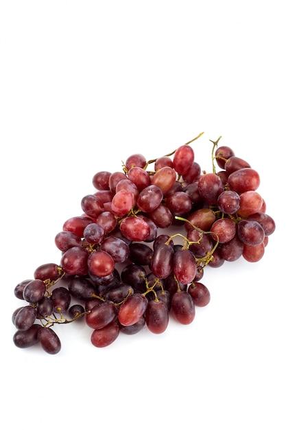 Racimo de uvas jugosas maduras frescas en blanco Foto Premium