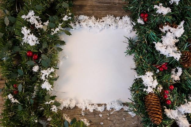Ramas de un rbol de navidad con nieve en el centro - Arbol de navidad con ramas ...