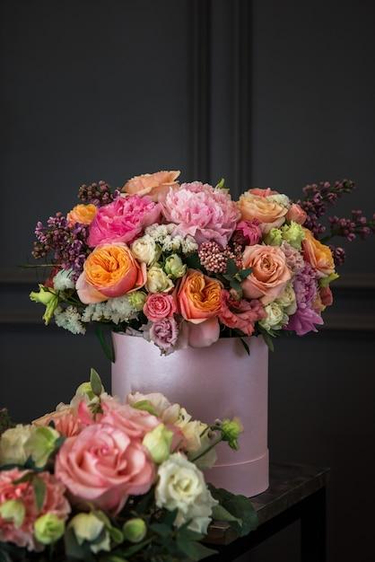 Ramo de flores de diferente belleza. Foto Premium