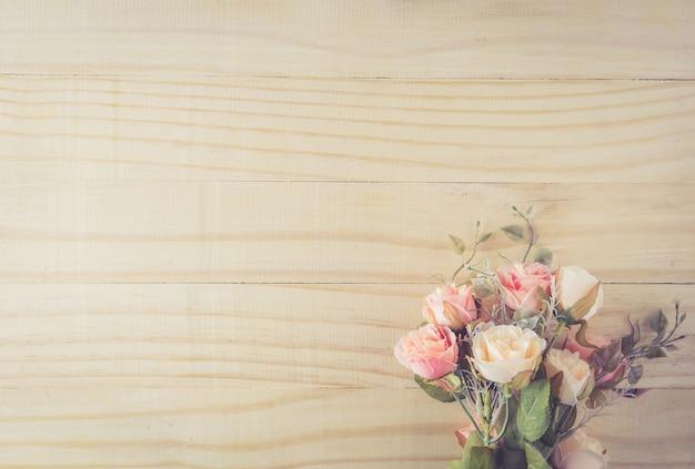 Fondo De Madera Vintage Con Flores Blancas Manzana Y: Ramo De Flores Vintage En La Mesa De Madera Con Vista