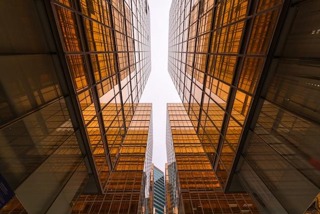 Rascacielos en el distrito de negocios Foto Premium