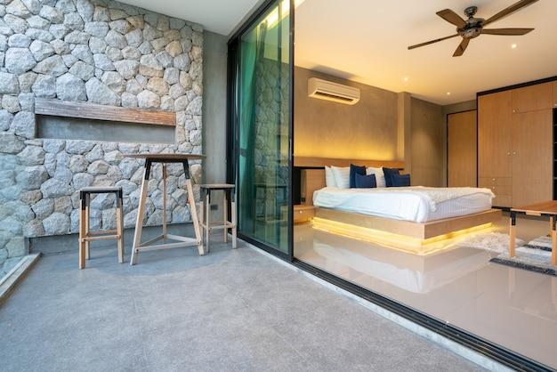 Real luxury diseño de interiores en habitaciones con luz y espacio luminoso en la casa o en el hogar. Foto Premium