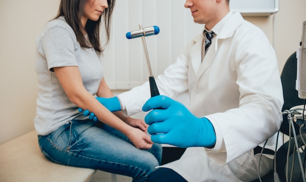 Recepción en el médico-neuropatólogo. | Foto Premium