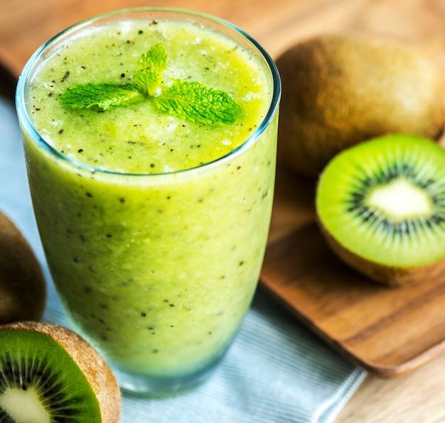 Receta de verano saludable batido de kiwi Foto gratis