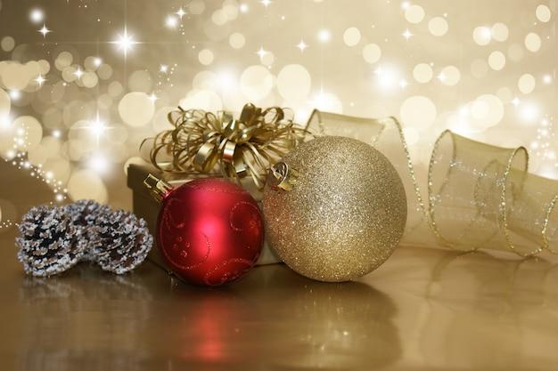 Regalo dorado con dos bolas de navidad descargar fotos - Bola de navidad con foto ...