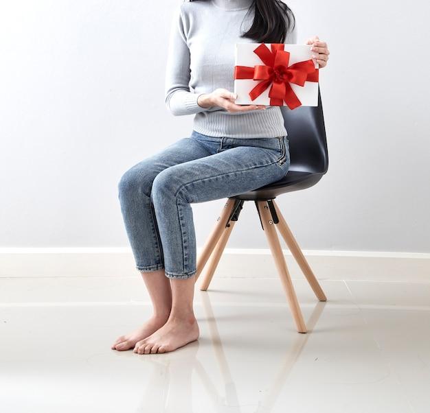 Regalo en navidad niña Foto Premium