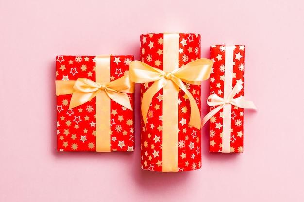 Regalo de navidad en vista superior roja Foto Premium