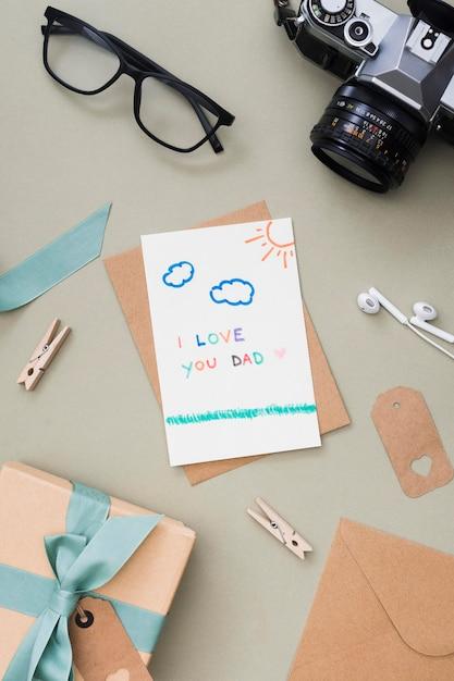 Regalo y tarjeta para el dia del padre Foto gratis