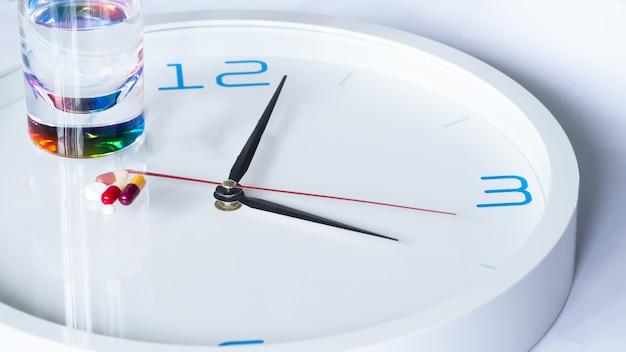 EnfermedadesDescargar Reloj Para Con Diversas Medicina Premium Fotos VMGqpLSUz