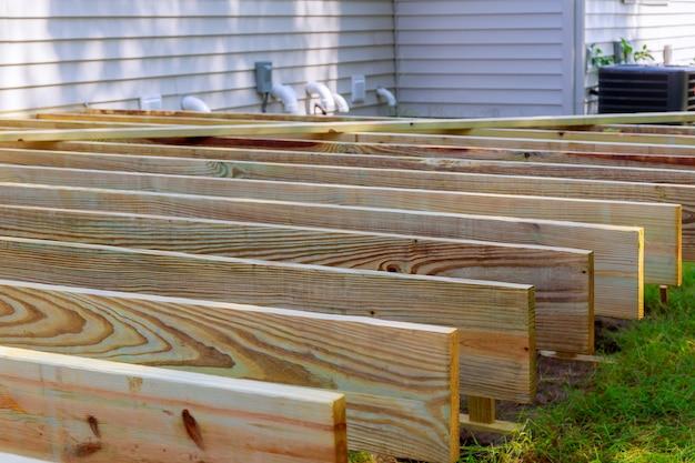 Reparación De Una Terraza O Patio De Madera Con Material