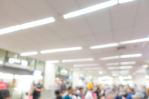 Resumen borroso pasajero en el aeropuerto Foto Premium