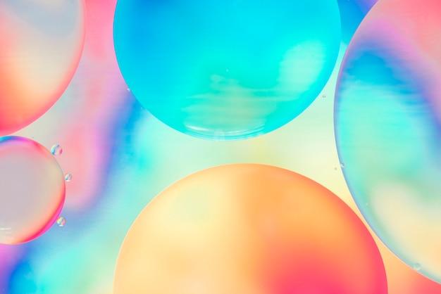 Resumen burbujas multicolores en flujo Foto gratis