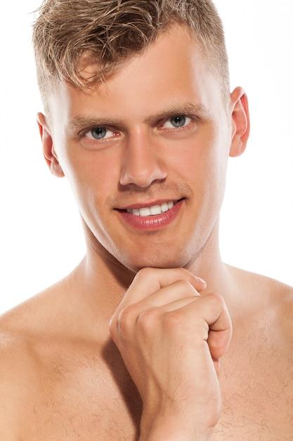 Retrato de chico guapo desnudo Foto gratis