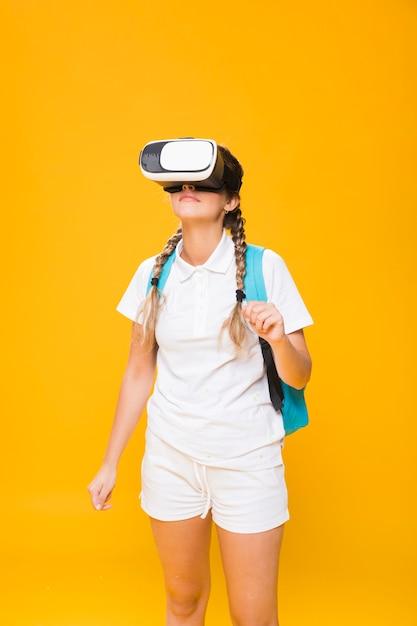 Retrato de colegiada con gafas 3d Foto gratis