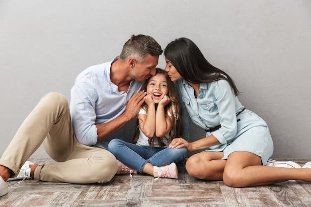 Retrato de una familia alegre Foto Premium