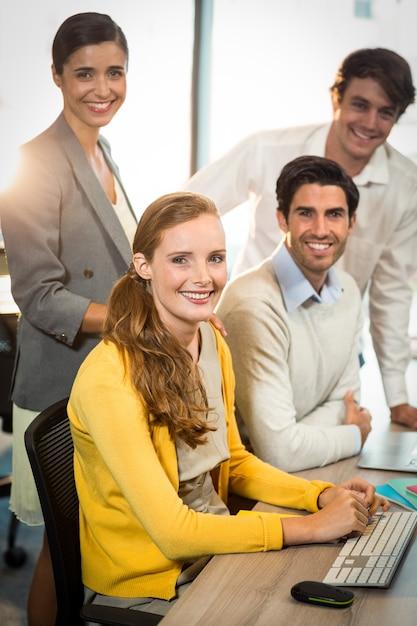 Retrato de gente de negocios sonriendo Foto Premium