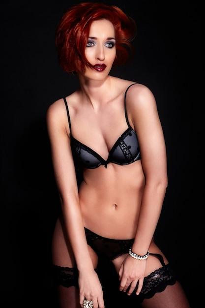 Retrato de hermosa mujer joven con estilo en lencería Foto gratis