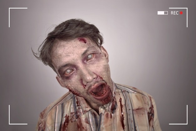 Retrato de hombre sangriento zombie asiático Foto Premium