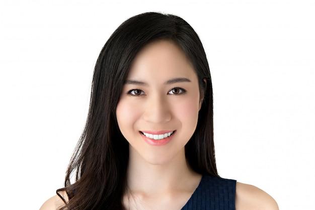 Retrato de joven y bella mujer asiática sonriente Foto Premium