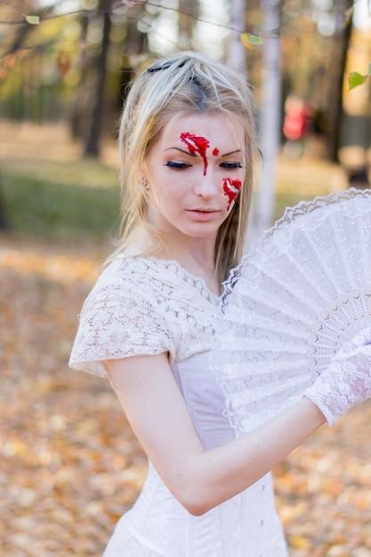 Retrato de joven hermosa con maquillaje de halloween en su rostro Foto Premium