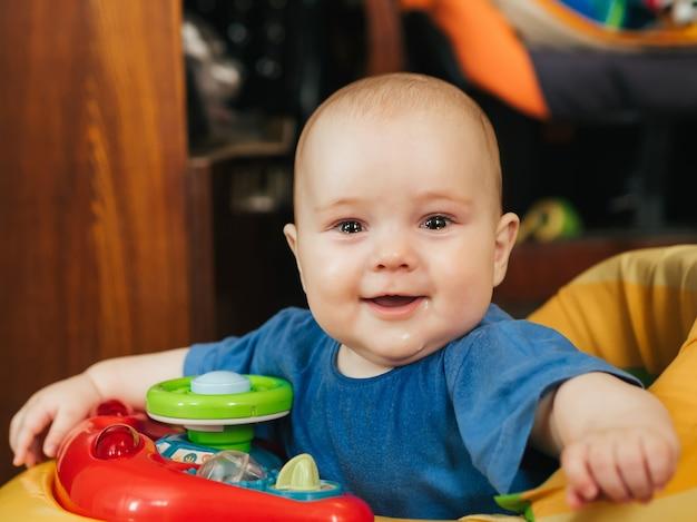 a los cuantos meses se sienta un bebe en andador