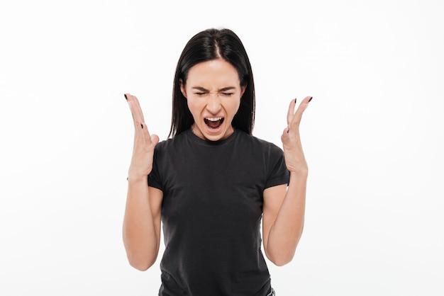 Retrato de una mujer enojada molesta gritando fuerte Foto gratis
