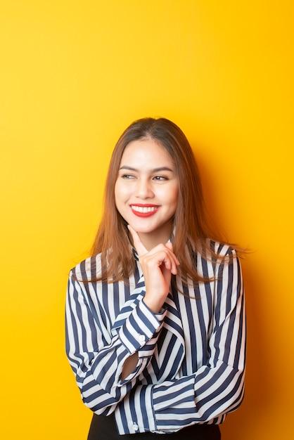 Retrato de mujer hermosa Foto Premium