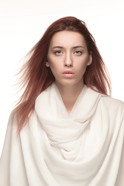 Retrato de mujer de moda. hermosa modelo. Foto gratis