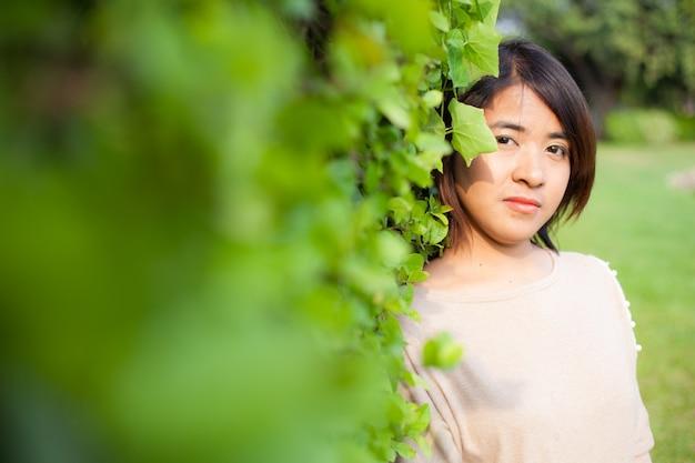 Retrato Mujeres Asiáticas En El Parque Descargar Fotos Premium