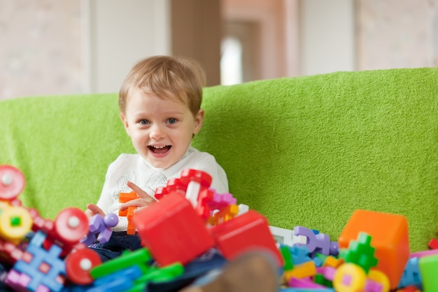 Retrato de un niño de tres años Foto gratis