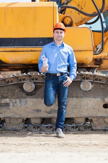 Retrato de trabajador en un sitio de construcción Foto Premium