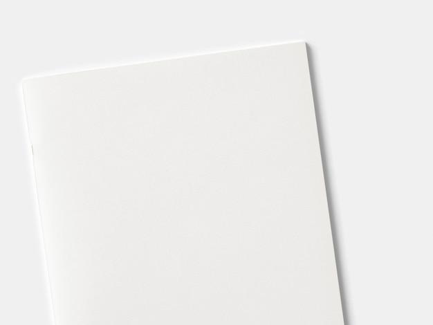Revista de retrato en blanco o folleto aislado en blanco. Foto gratis