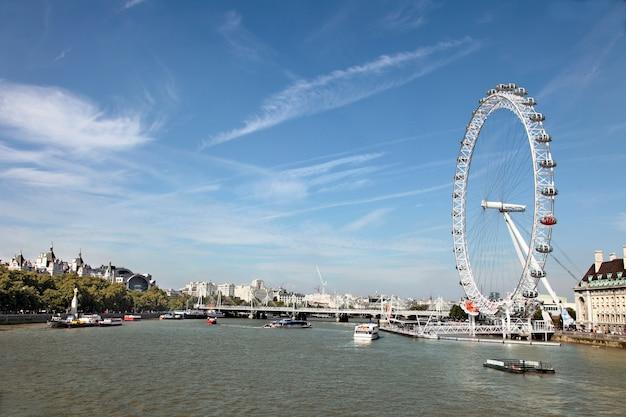 Río támesis, con london eye Foto gratis