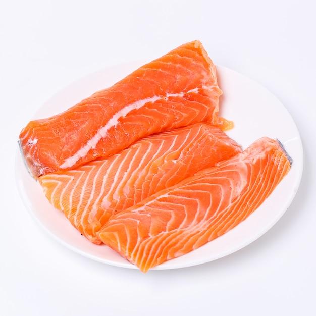 Rodaja de salmón crudo Foto gratis