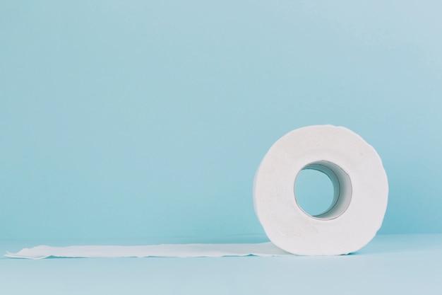 Rollo de papel higiénico Foto gratis
